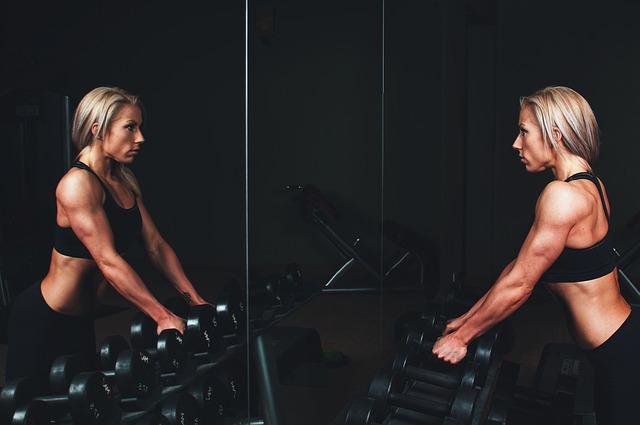 Essen, Frau, zunehmen, Stoffwechsel, zu wenig essen, zuviel essen, fressen, Sport, Trinken, Krafttraining, Fitness, Gym, Stress, Streß, training, training-828726_640